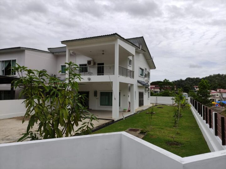 Semi Detached House with spacious land