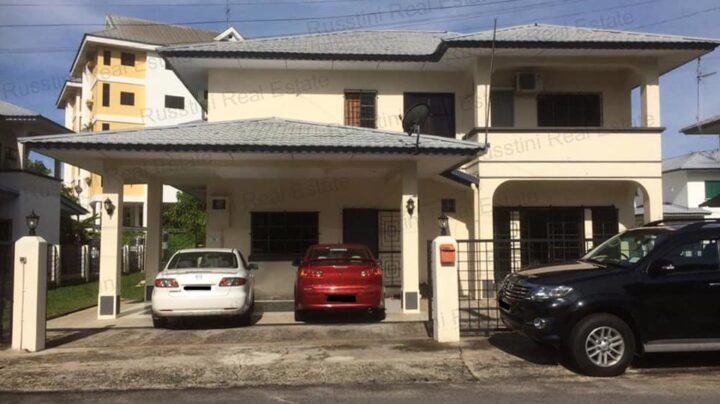 Detached house for sale in Kiarong
