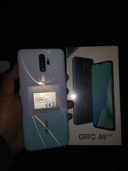 Oppo A9 2020 for sale.