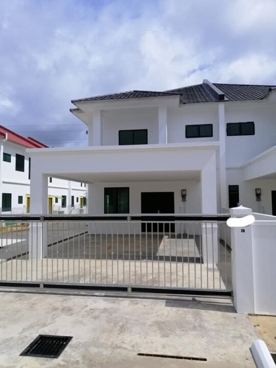 Semi-Detached House for Sale