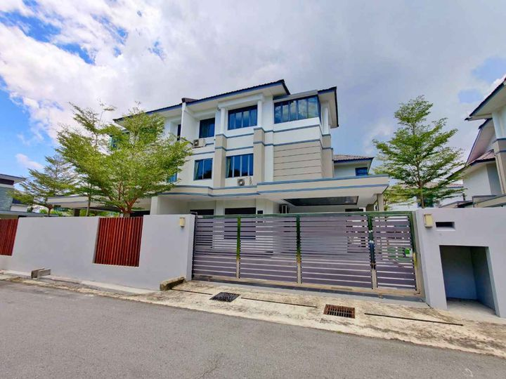 Madang Three Storey Semi-Detached House For RENT