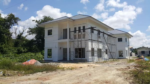 DOUBLE STOREY DETACHED HOUSE FOR SALE.