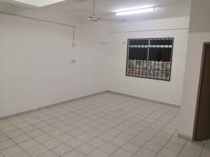 Ground and first floor house for rent