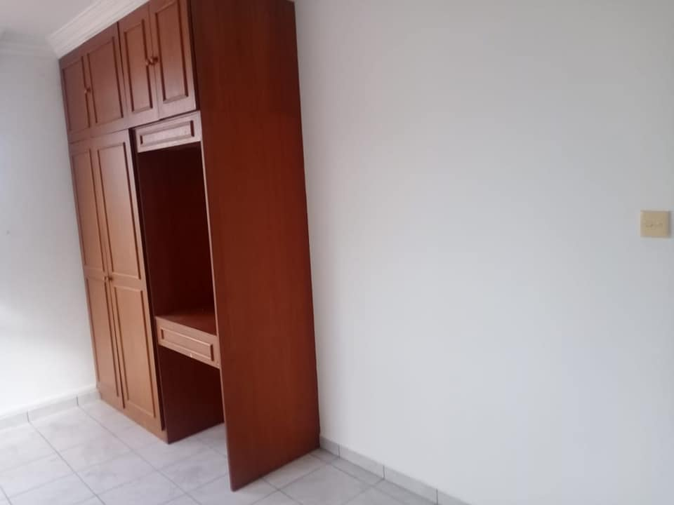 Semi d house for rent