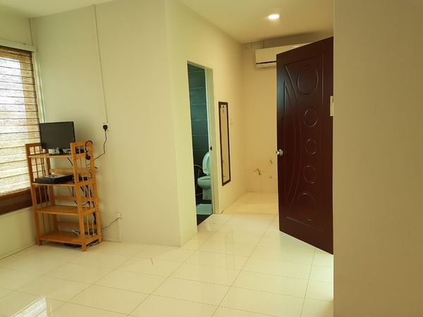 SEMI-DETACHED HOUSE FOR RENT