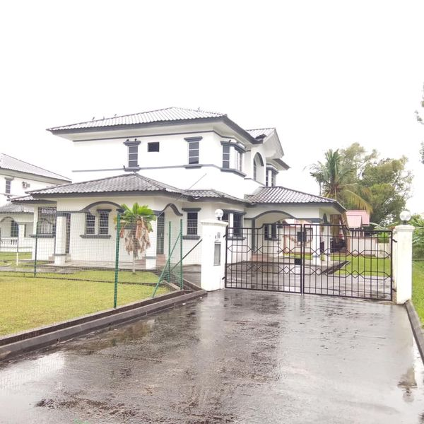 Used Detached house for Sale.